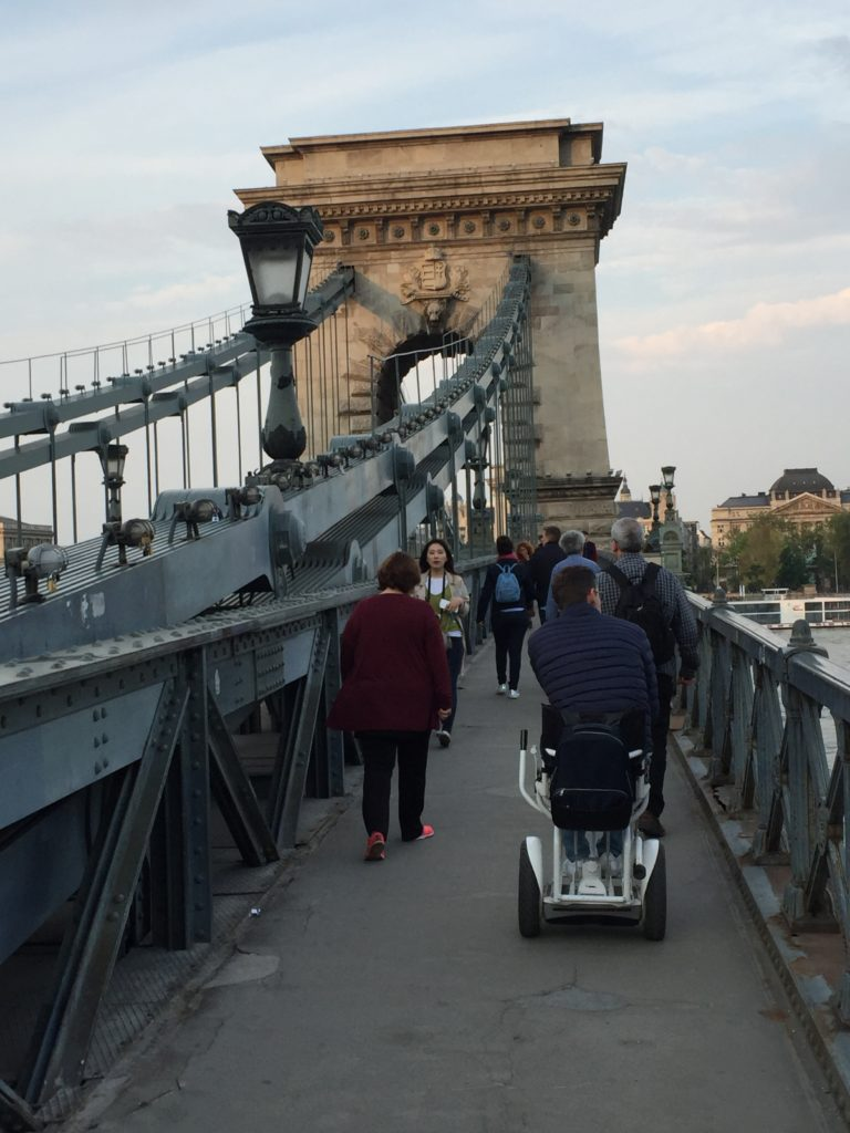 Blumil na moście w Budapeszcie