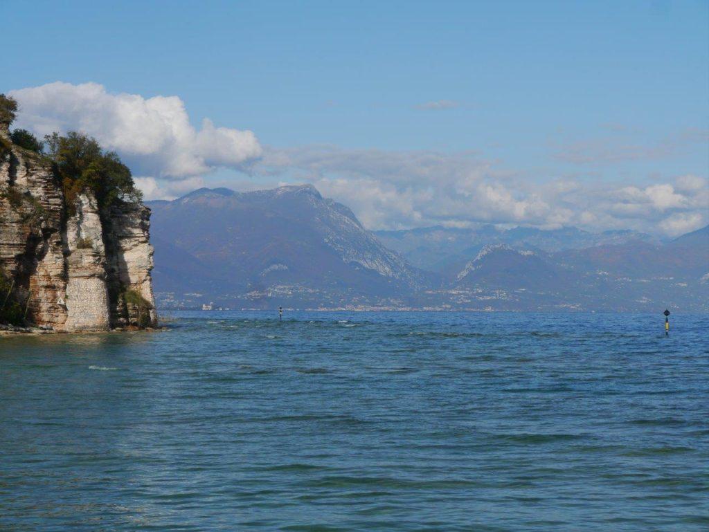 Widok na jezioro Garda we Włoszech