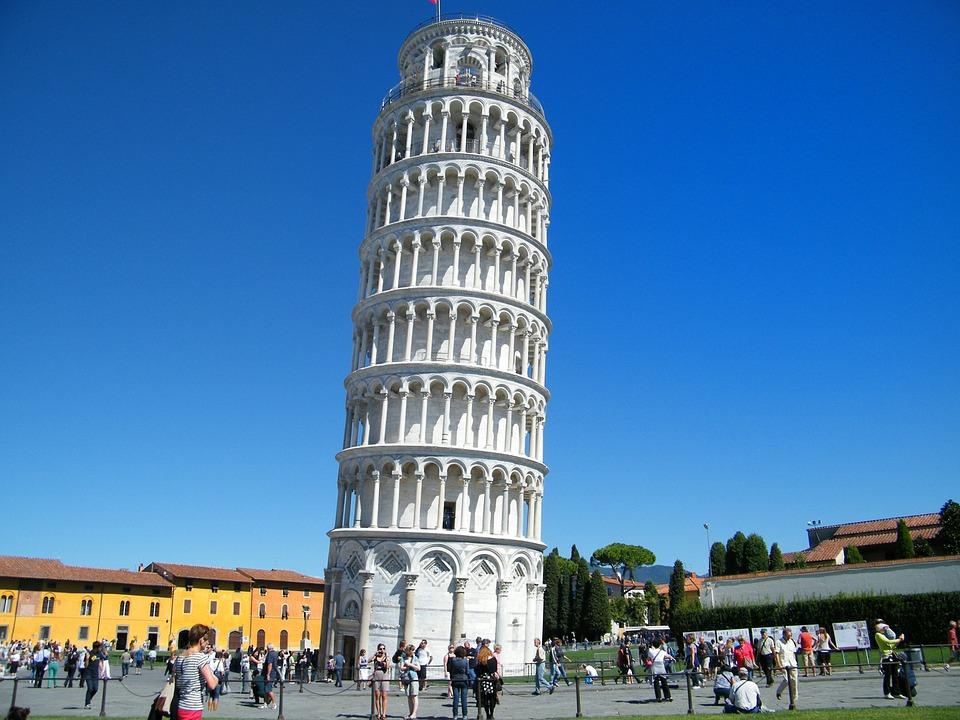 Krzywa wieża w Pizie pod Mediolanem