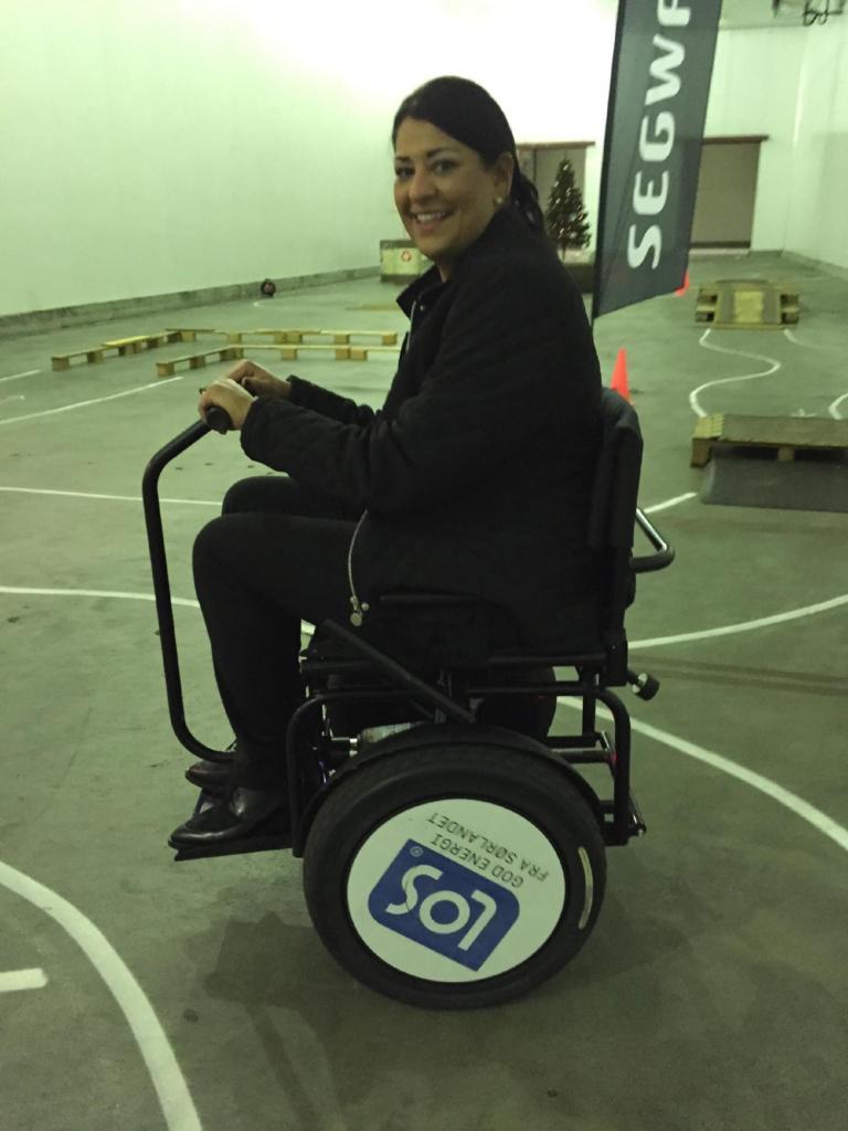 użytkownik wózka elektrycznego Blumil, wózek inwalidzki, Norwegia, wózek elektryczny