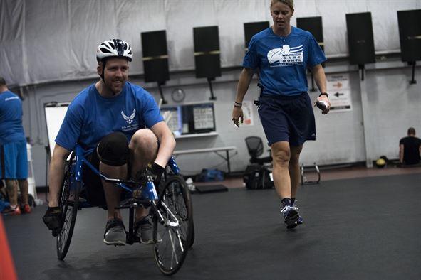 Crossfit dla użytkowników wózków elektrycznych, sport dla wozkowiczów