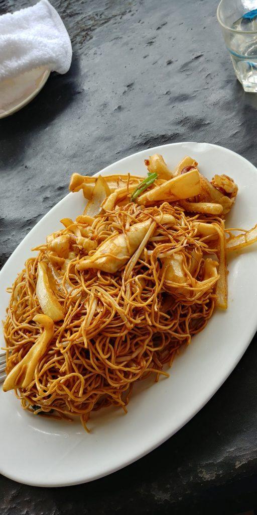 makaron, kuchnia azjatycka, danie z makaronem, wózek inwalidzki, podróże po Azji, wózek elektryczny
